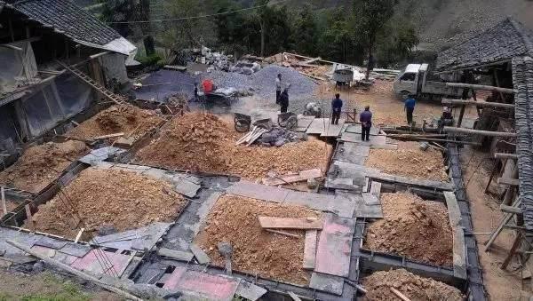 晒晒兄弟俩的农村自建双拼别墅,豪华十足,在农村很亮眼366.png