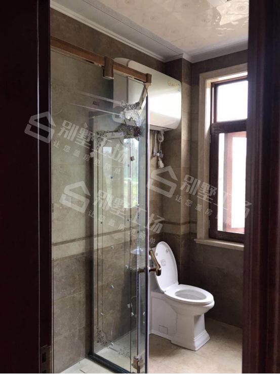 两层别墅室内创意装修卫生间