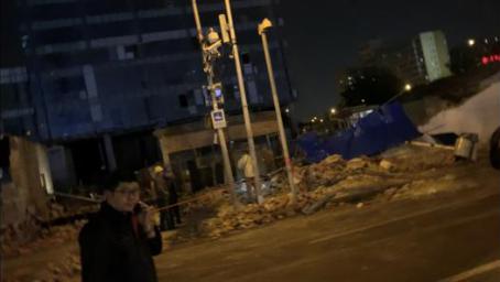 北京东直门墙体倒塌