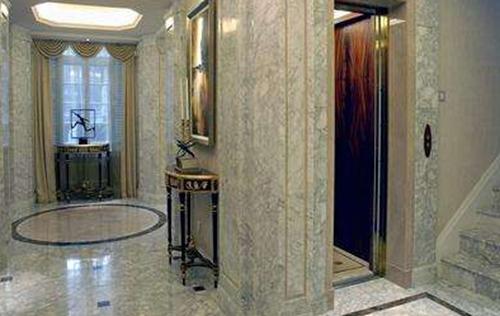 四层别墅室内电梯实景图