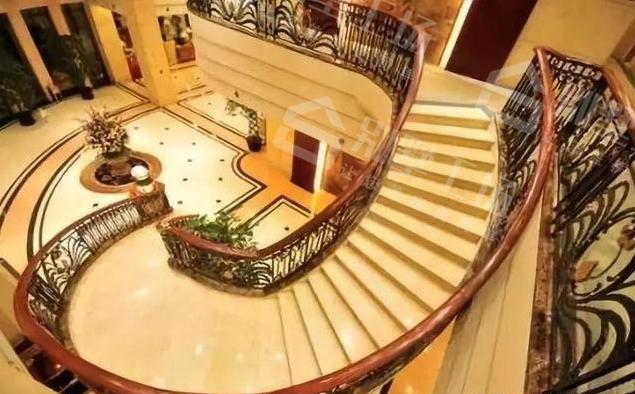 旋转楼梯怎么做3