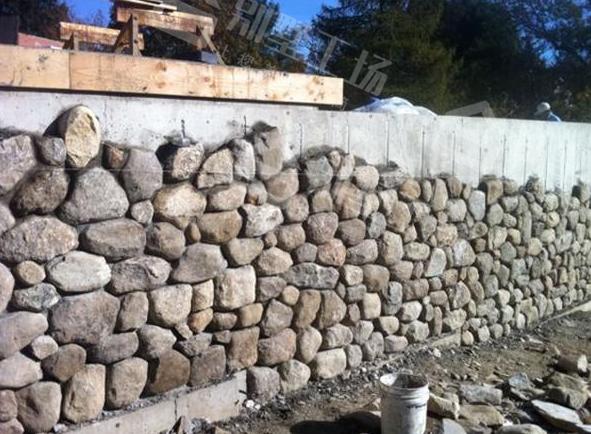 农村别墅外墙下方贴石头6